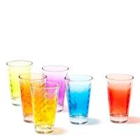 Bunte Gläser für Wasser und Saft